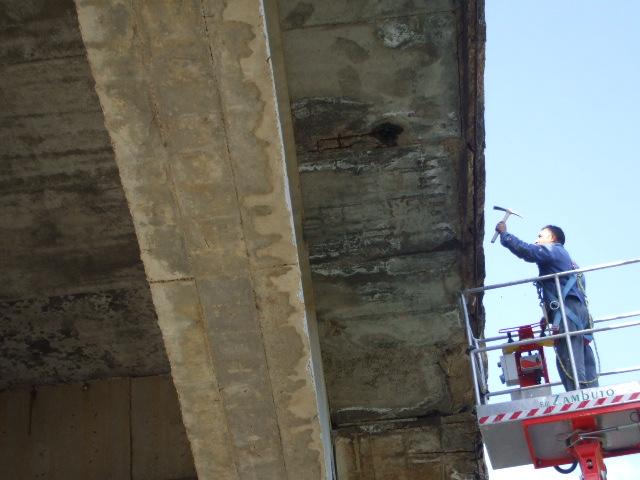 Nuova caduta di calcinacci, chiusa la strada tra San Benedetto e l'ospedale