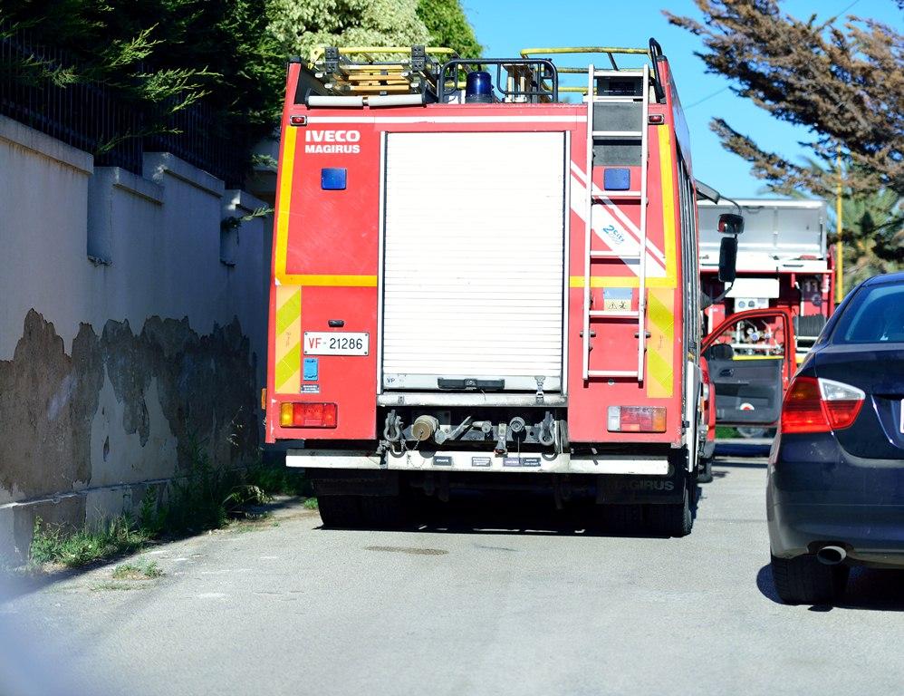 Fiamme in veranda durante un barbecue: paura a Porto Empedocle
