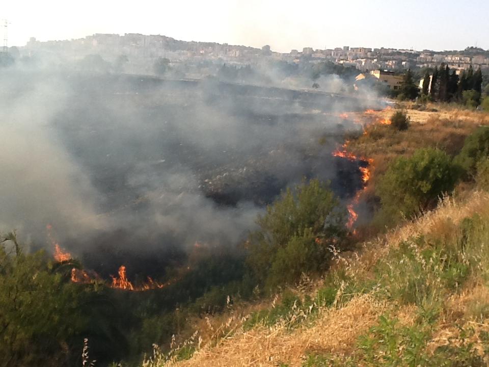 Innescavano gli incendi per guadagnare le indennità, indagini della Polizia di Ragusa: un arresto
