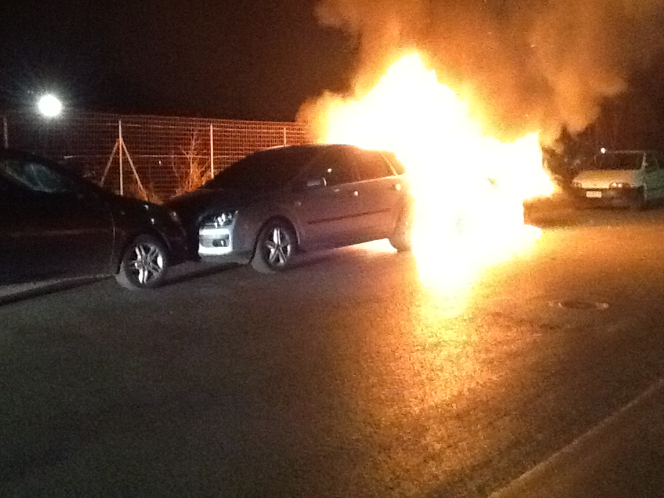 Ancora fiamme a Licata, distrutta l'auto di un quarantacinquenne