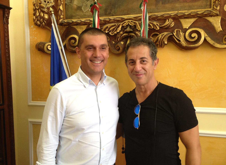 Sciacca: il sindaco Di Paola riceva il cabarettista Dovì