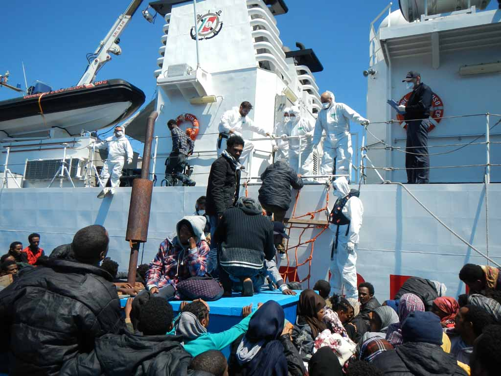 Migranti, nave dell'Ong tedesca sequestrata per