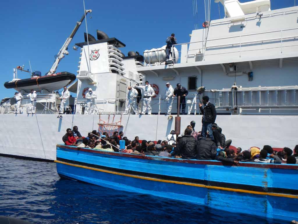 Nubifragio nel Canale di Sicilia: recuperati 25 cadaveri di migranti