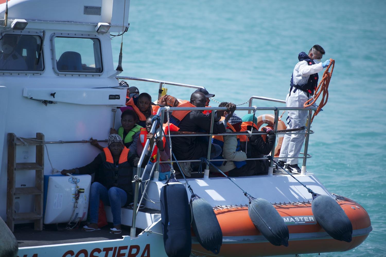 Immigrazione: 150 sub sahariani approdati al porto di Porto Empedocle