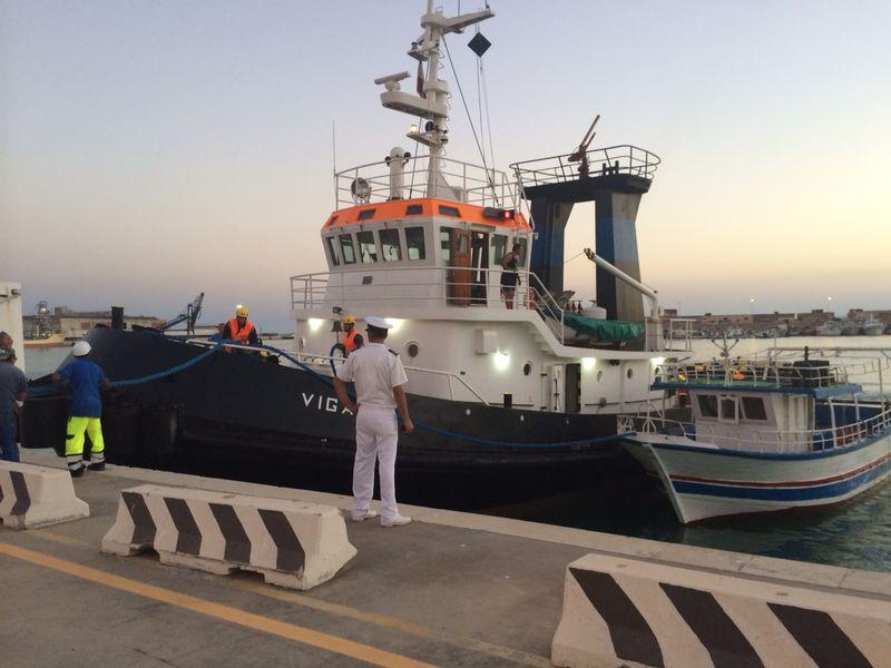 Porto Empedocle: finanzieri intercettano barcone con 90 migranti a bordo