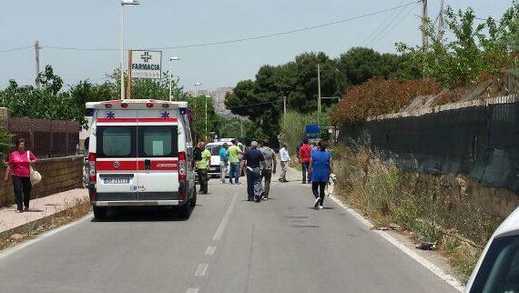Auto contro un palo a San Leone, feriti due giovani