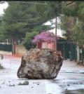 Il masso caduto a Mondello. Fonte foto: blogsicilia.it