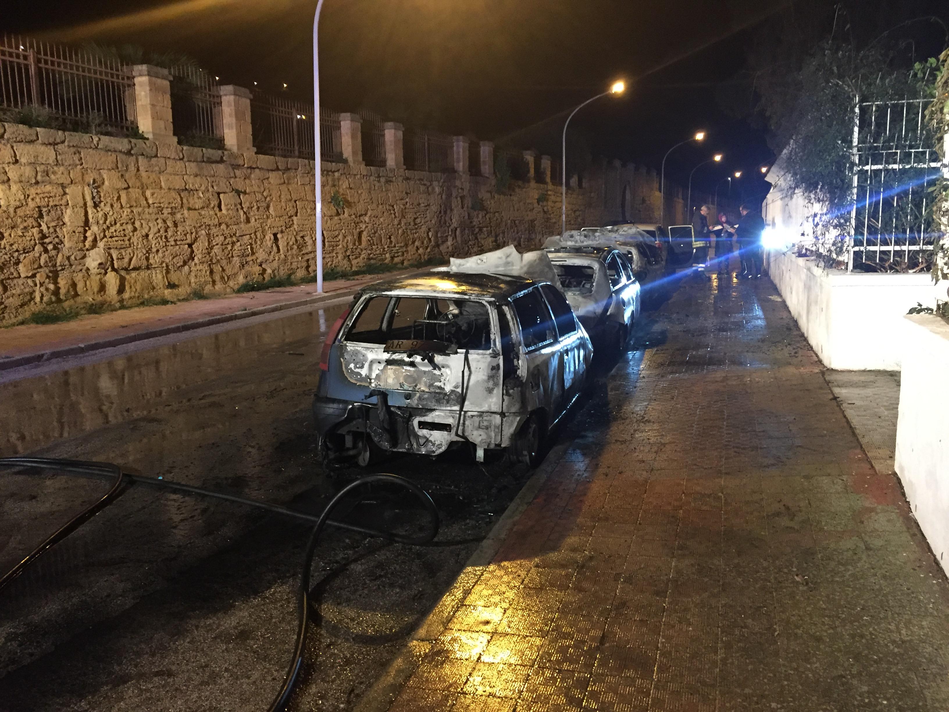 Agrigento. Ancora auto in fiamme in via Demetra. Paura dei residenti