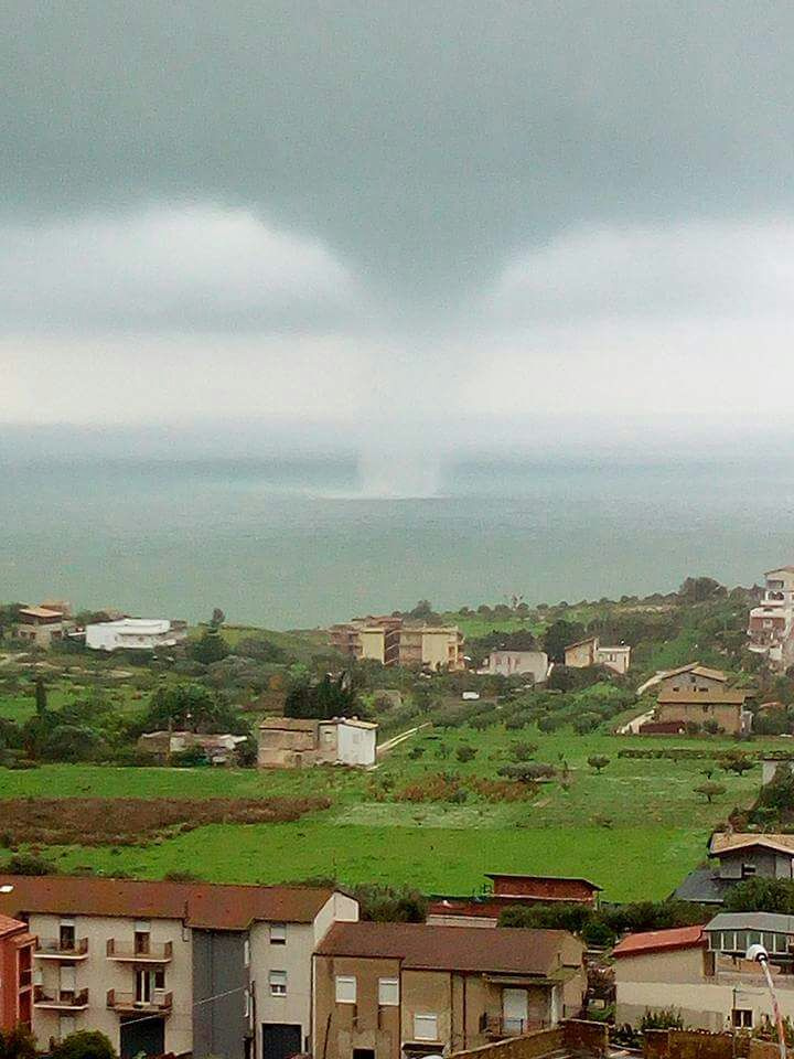 Maltempo anche ad Agrigento: tromba d'aria a largo di San Leone