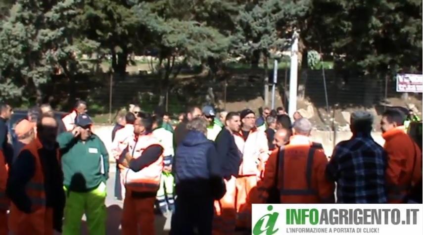 Porto Empedocle: terzo giorno di sciopero dei netturbini