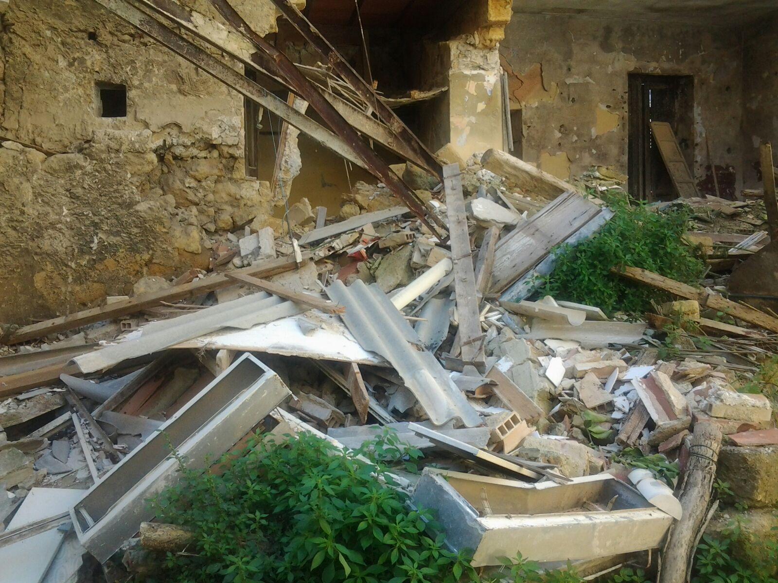 Aragona: crolla uno stabile disabitato, paura nel centro storico
