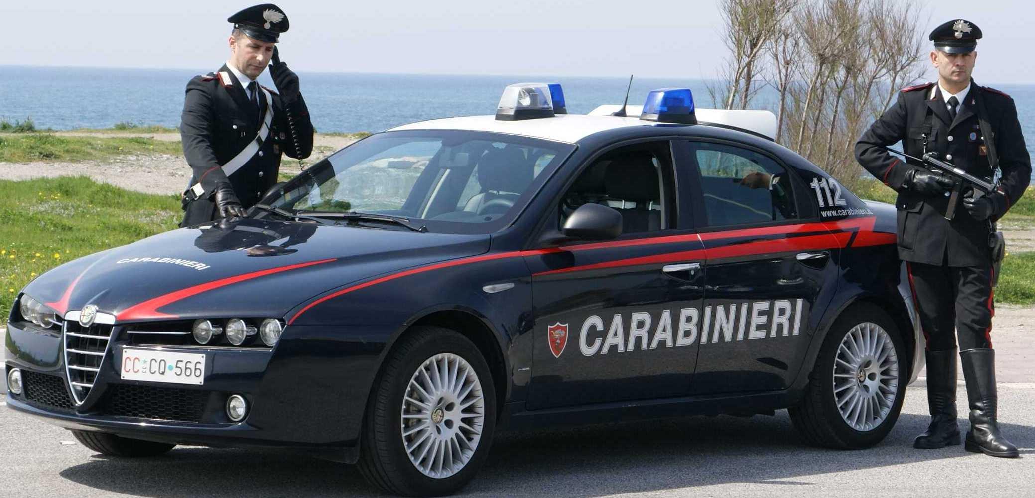 Proiettili davanti la saracinesca di una pizzeria, indagano i Carabinieri