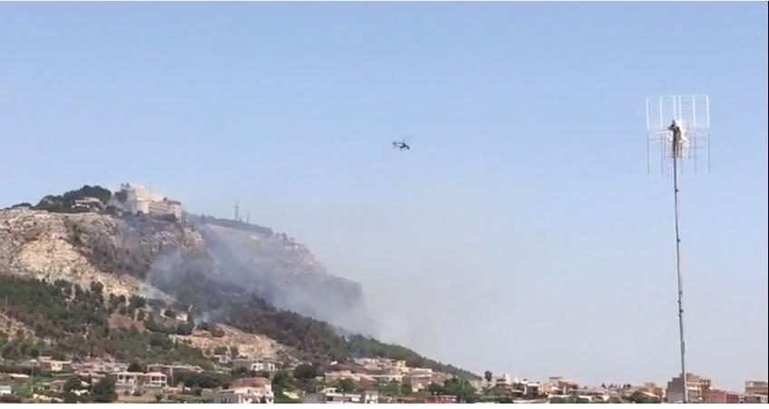 Sciacca: incendio su Monte San Calogero, mezzi aerei in azione – VIDEO