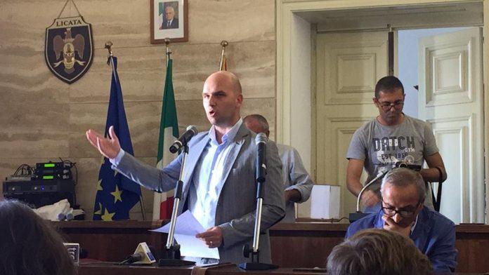 Licata: è stato sfiduciato Angelo Cambiano