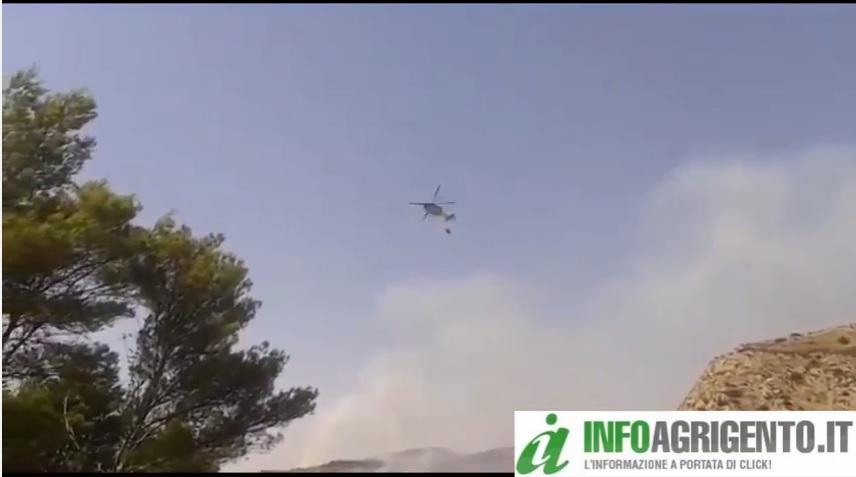 Due vasti incendi a sud di Agrigento: intervenuti anche i canadair
