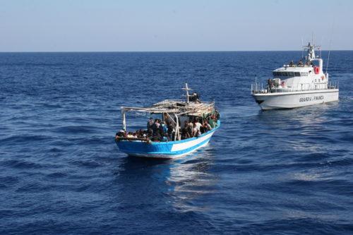 Ancora sbarchi a Lampedusa, hotspot sempre più a rischio collasso