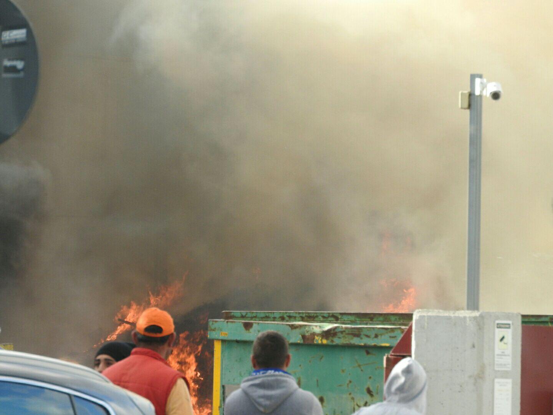 Zona industriale: spento l'incendio presso il capannone Seap, situazione sotto controllo