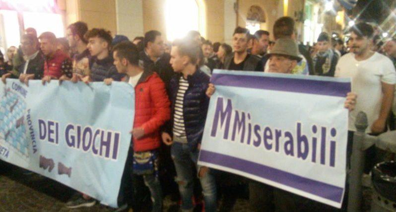 """Akragas, i tifosi protestano in via Atenea: """"Traditi da tutti, adesso vogliamo l'Esseneto"""""""