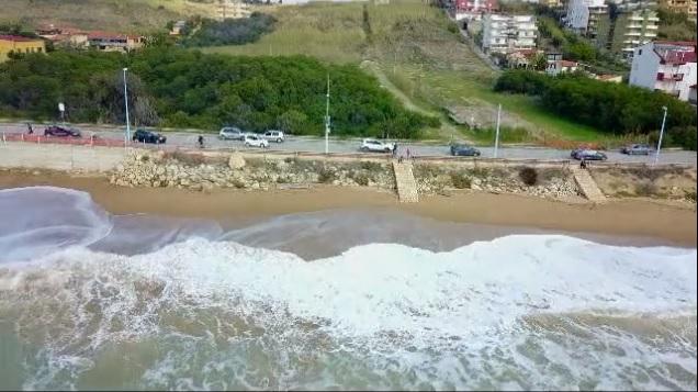 San Leone: demolito il vecchio chiosco della 'terza spiaggia', le immagini di MareAmico