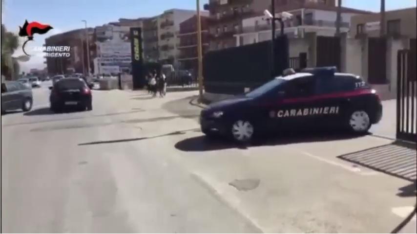 Aggredito in pieno centro in via Atenea: ferito uomo di 50 anni
