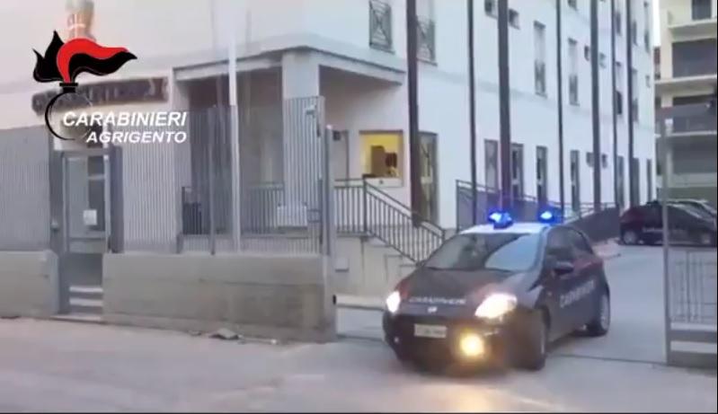 Favara: a fuoco portone d'ingresso di un'abitazione, probabile intimidazione