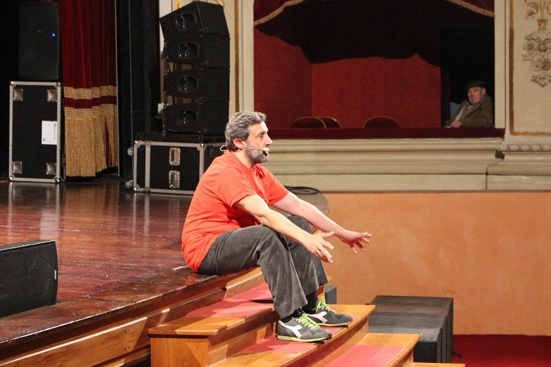 """Successo per Flavio Insinna al Teatro Pirandello con """"La macchina della felicità"""""""