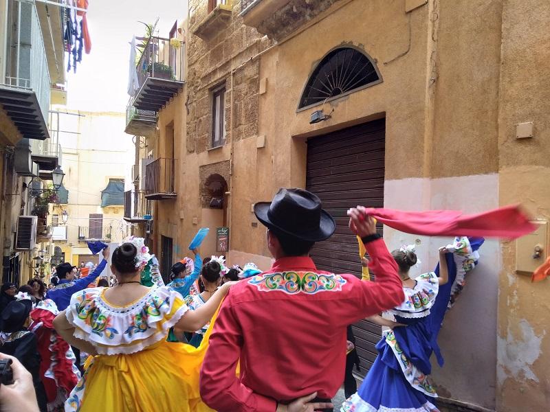 Mandorlo 2018: prima domenica di sfilate nel centro storico