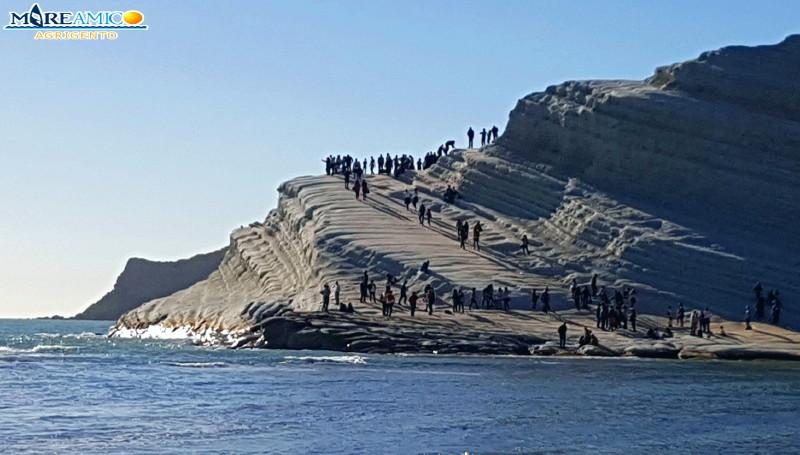 Scala dei Turchi: nuove transenne dopo l'afflusso di turisti nelle scorse ore