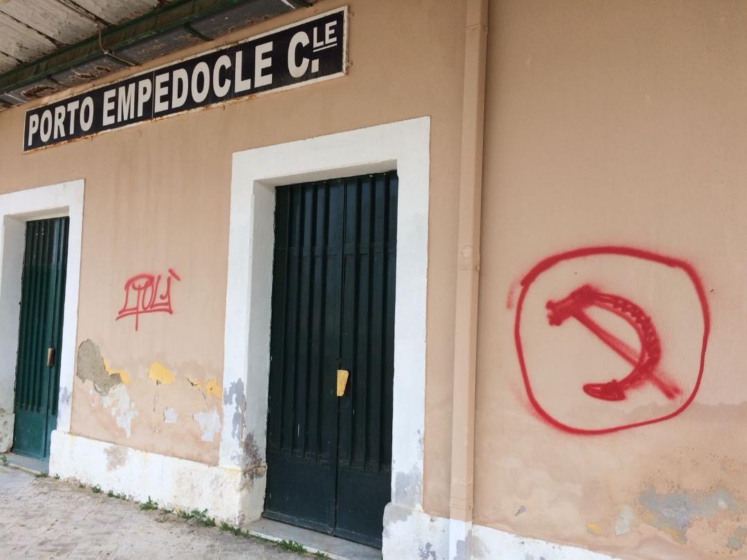 Raid vandalici alla stazione di Porto Empedocle