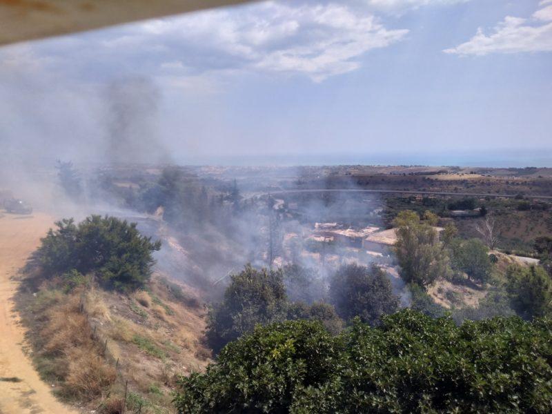 Le alte temperature aumentano il rischio incendi anche nell'agrigentino