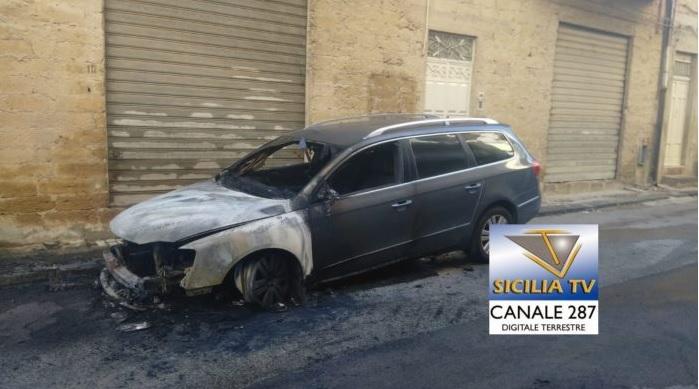 Favara: in fiamme auto in via Bolzano, indagano i Carabinieri