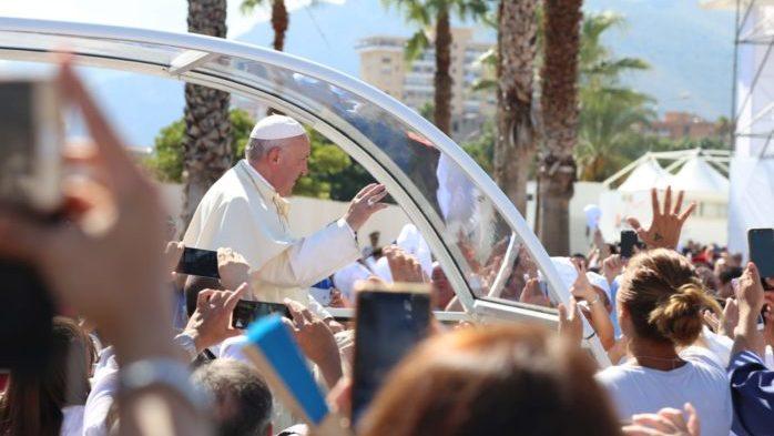Il Papa a Palermo: in migliaia al Foro Italico