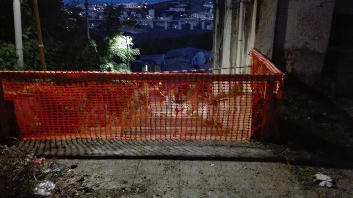 Il vento sferza su Agrigento: cadono cornicioni in via Gioeni