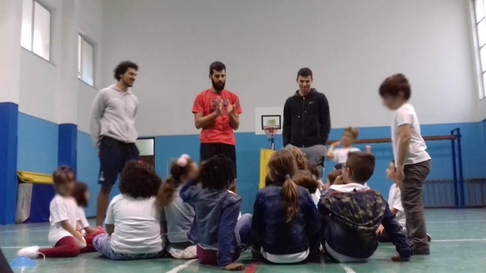 Progetto scuole, Ambrosin e Sousa con i piccoli dell'Esseneto