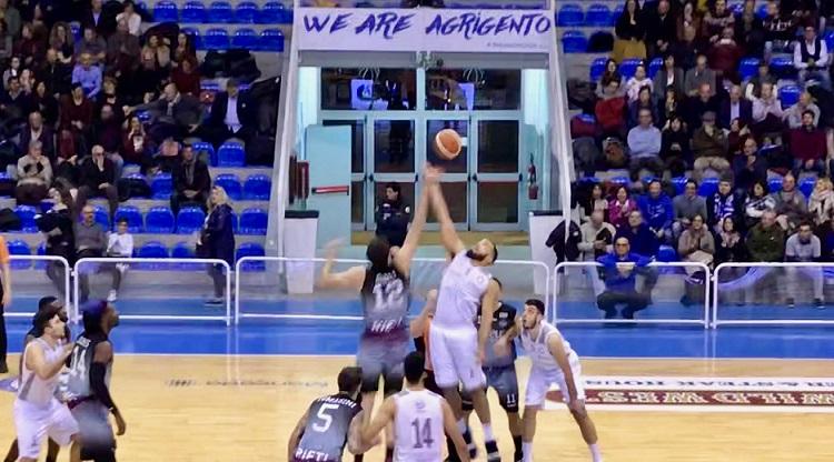 Basket: straordinaria vittoria all'ultimo respiro per la Fortitudo