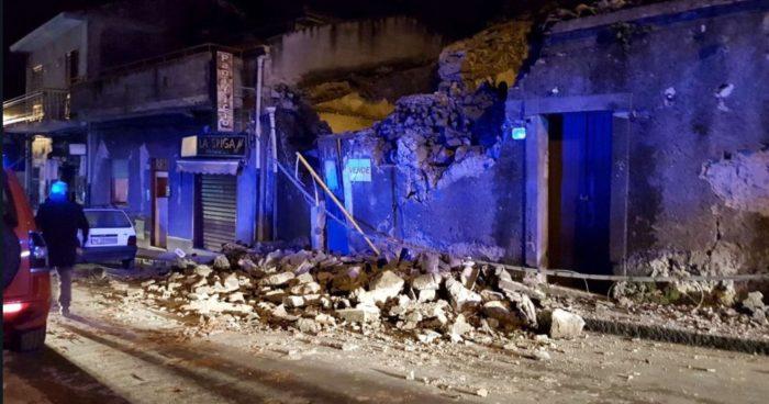 Forte terremoto in provincia di Catania, scossa di 4.8 gradi Richter: dieci i feriti