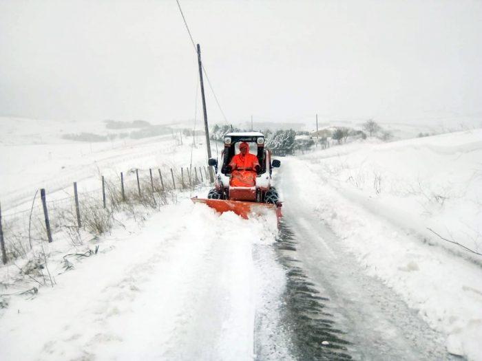 Freddo e gelo ancora in agguato: si lavora sulle strade interne