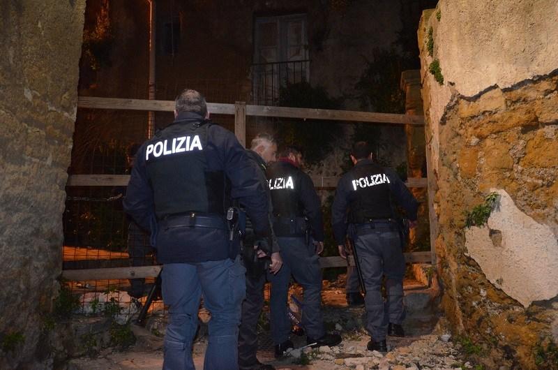 Il nuovo blitz di via Vallicaldi: due arresti per spaccio di droga