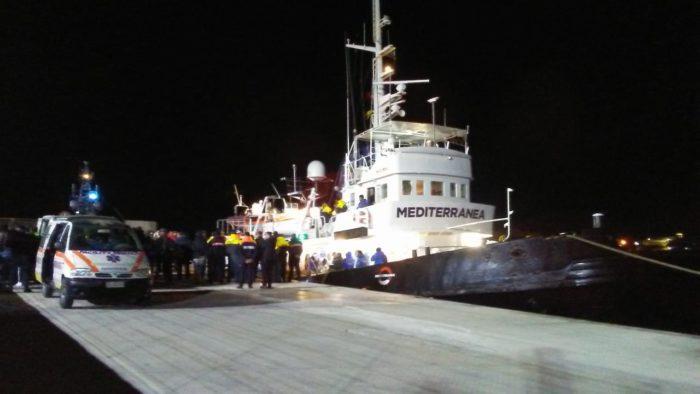 La nave Mare Jonio sbarca a Lampedusa