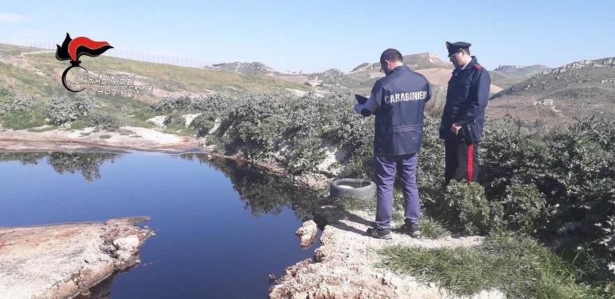 Pozze di percolato scoperte in campagna, area sequestrata