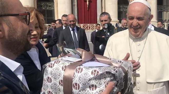 Una colomba artigianale agrigentina in Vaticano