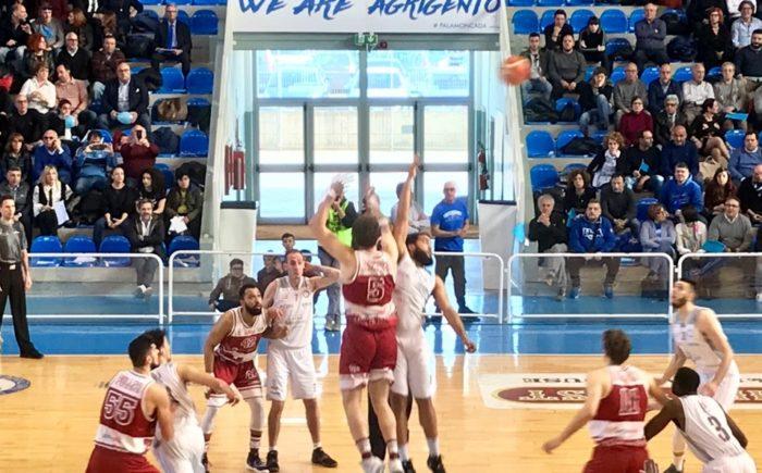 Basket, Fortitudo sconfitta nel derby contro Trapani: play off a rischio