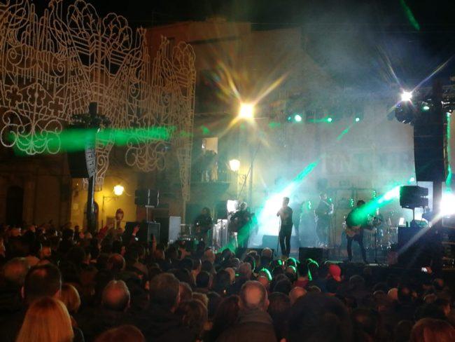 Primo maggio coinvolgente a Siculiana con i Tinturia in piazza – FOTO