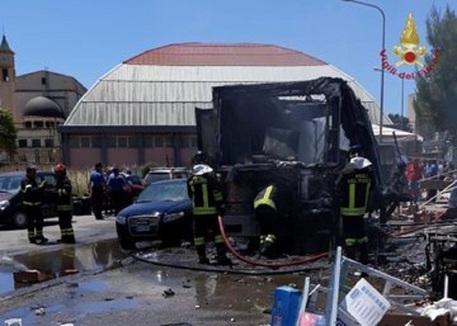 Gela, inferno al mercato: esplode bombola, 17 feriti