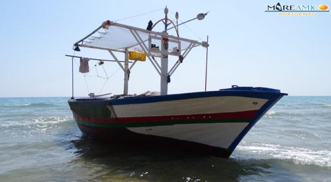 Nuovo sbarco fantasma, barcone tra i bagnanti a Siculiana
