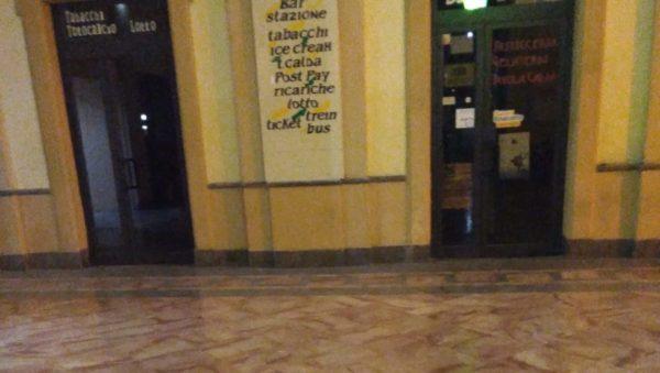 Spruzzano spray urticante all'interno dell'atrio della stazione centrale, quattro intossicati