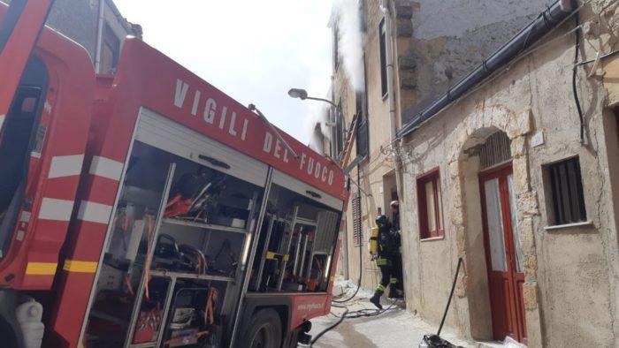 Incendio in un appartamento a Naro, muore un anziano di 82 anni