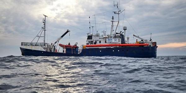 """Migranti, la nave """"Alan Kurdi"""" verso Lampedusa"""