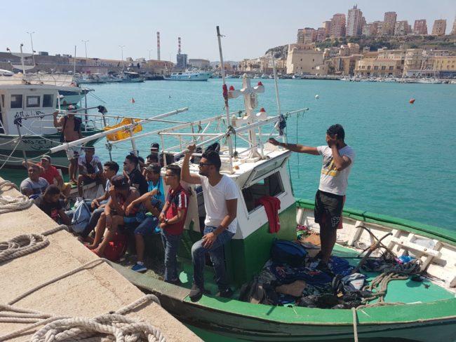Nuovo sbarco lungo le coste agrigentine, tunisini approdano a Porto Empedocle