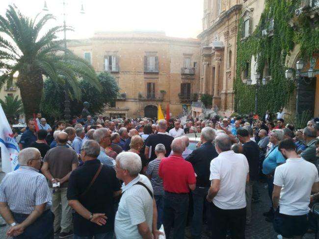 Manifestazione in piazza Pirandello a favore della pubblicizzazione del servizio idrico